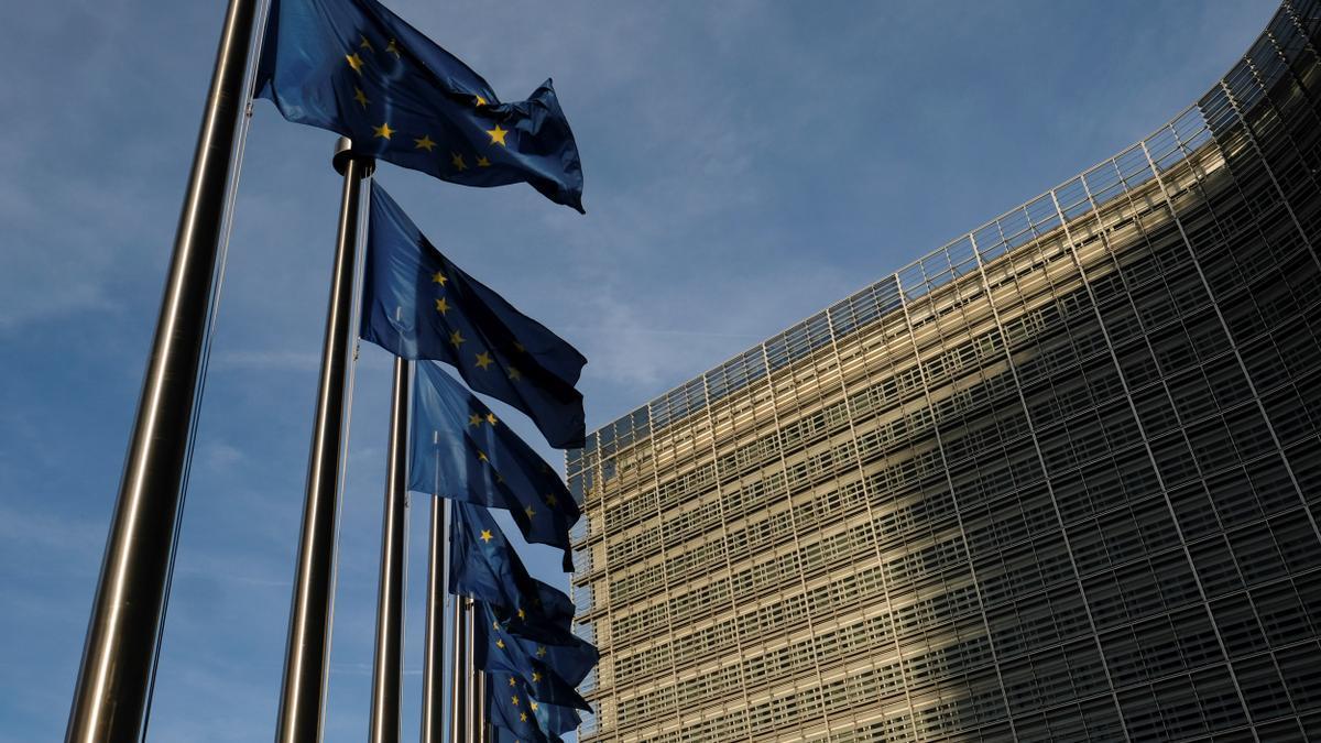 Banderas europeas en la sede de la Comisión.