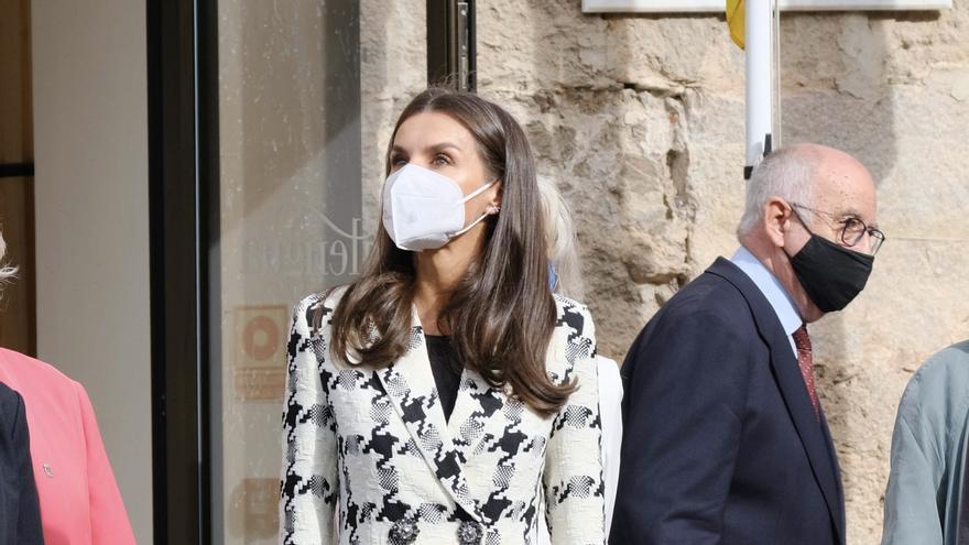 La reina Letizia apuesta por Inditex: esta es la chaqueta con la que sorprende en su último acto