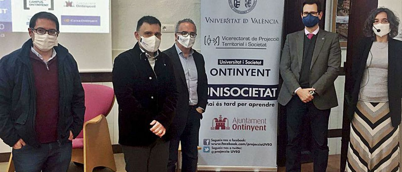 Autoridades asistentes al acto de inauguración de la UTO   LEVANTE-EMV