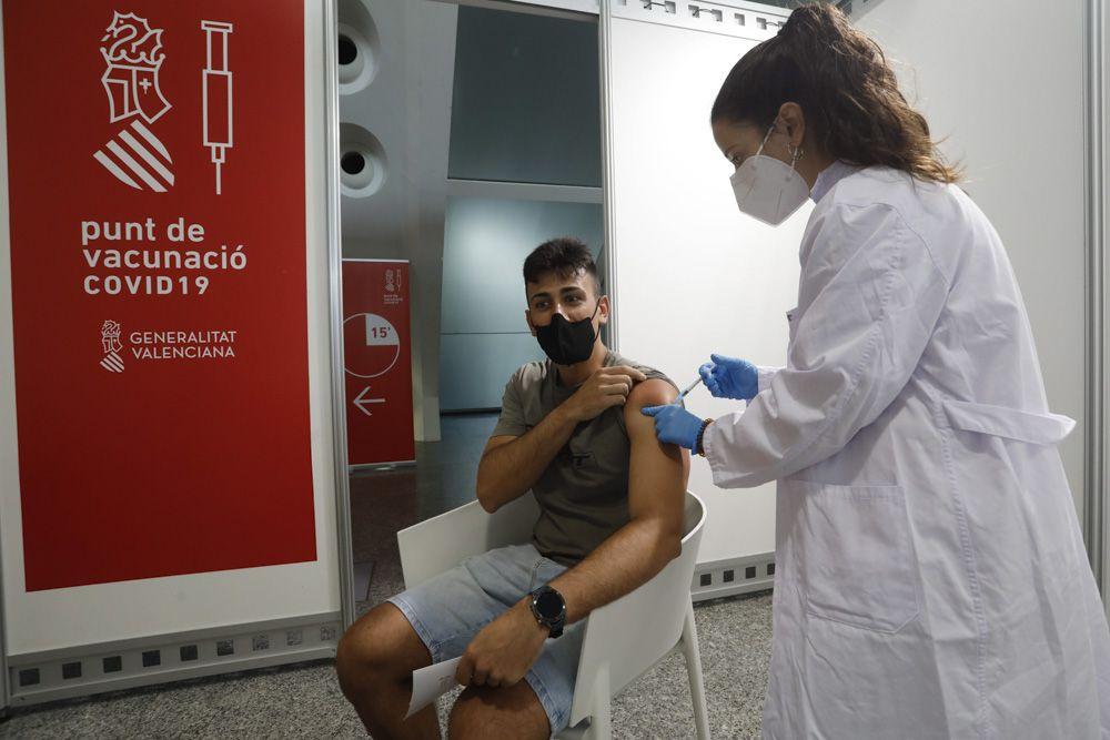 Búscate en la vacunación para personas entre 20 y 29 años.