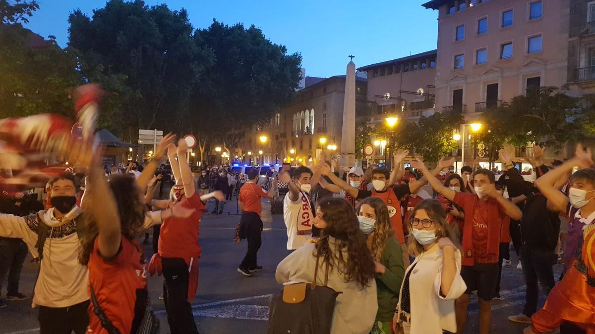 La afición del Mallorca celebra el ascenso a Primera