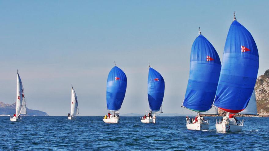 La Arribada, vivida desde un velero en la bahía de Baiona