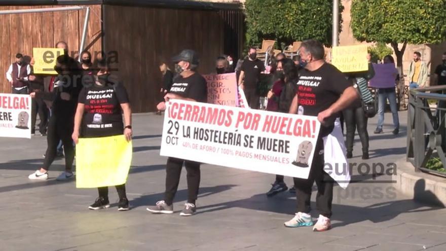 Hosteleros en huelga se concentran en Mérida por la situación del sector