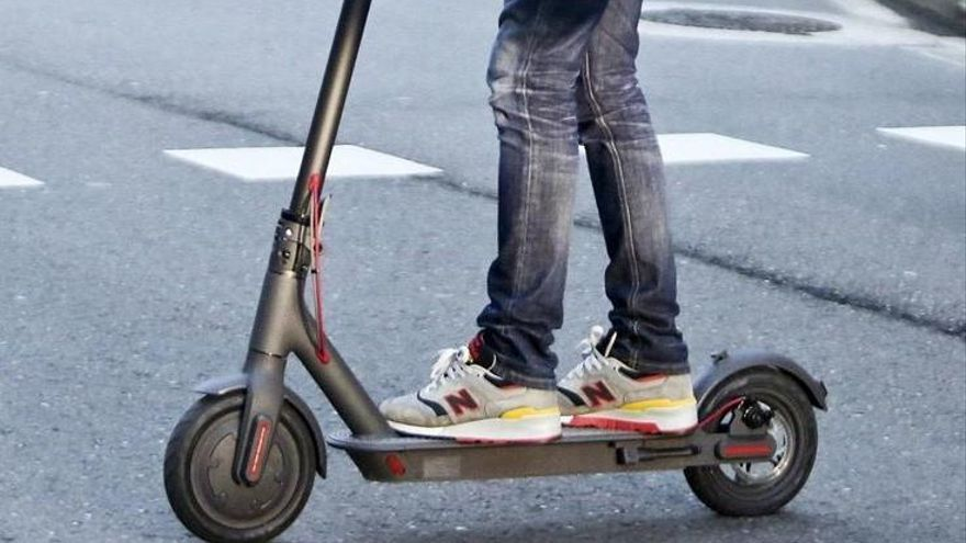Aprueban la ordenanza que prohíbe los patinetes eléctricos y bicis por la acera