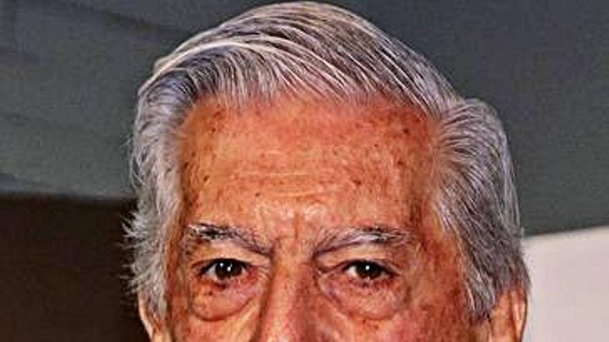 Vargas Llosa respalda la candidatura de Asturias a capital mundial de la poesía