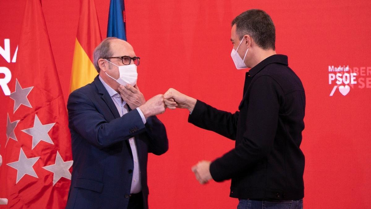 El presidente del Gobierno, Pedro Sánchez, y el candidato del PSOE a la Presidencia de la Comunidad de Madrid, Ángel Gabilondo