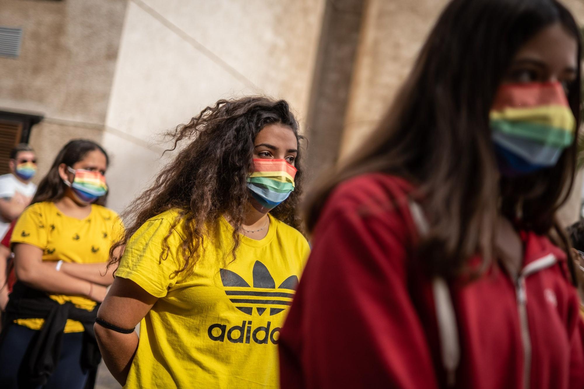 La consejera de Educación, Manuela Armas, participa en los actos del Día contra la LGTBIfobia+