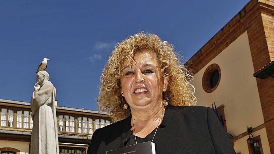 Sara Bárcena analiza en un libro la obra poética de Aurelio González Ovies