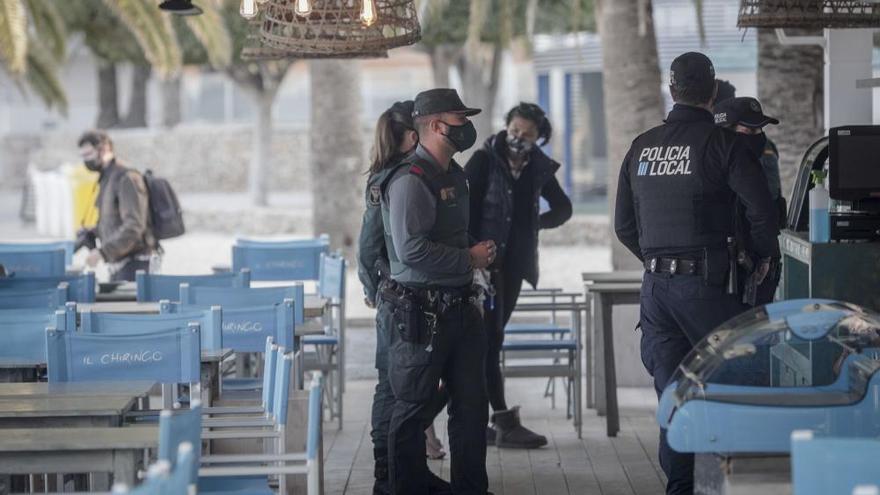 Massive Polizei-Präsenz zur Kontrolle der Corona-Lockerungen