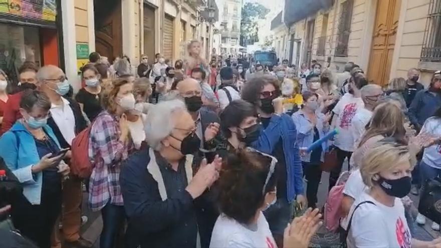 Protesta por el cierre del Instituto Francés en València