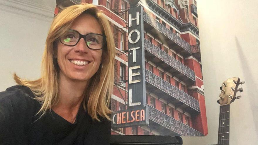 Olga Suanya presenta el llibre '121 cançons i 1 hotel' a Manresa