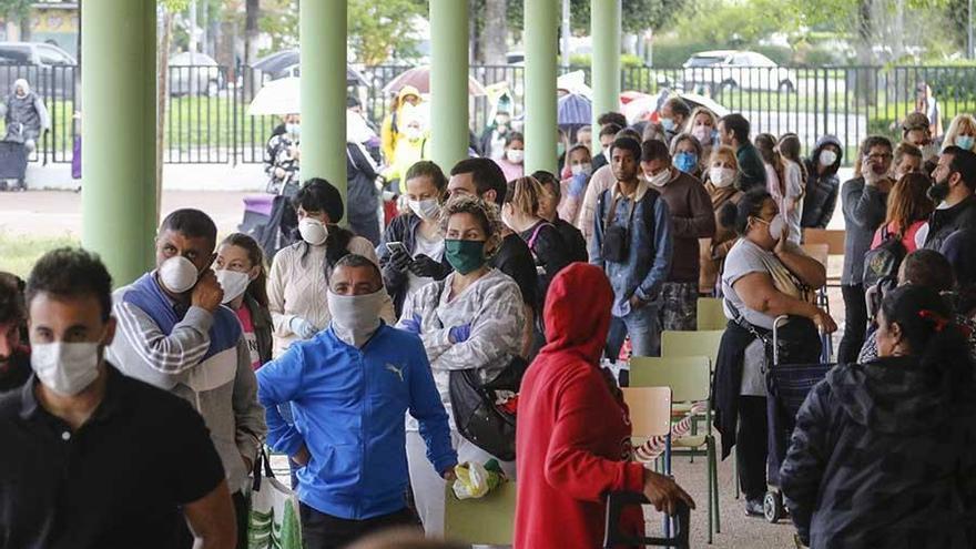 Coronavirus en Córdoba: 1.622 personas recogen comida en el colegio Fernán Pérez de Oliva