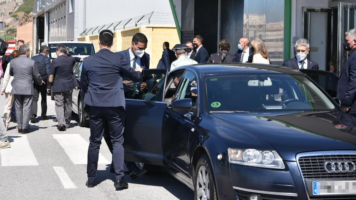 Imagen de los vehículos de la comitiva de Pedro Sánchez en Ceuta