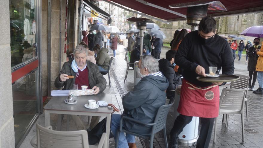 Las terrazas se quedan pequeñas en Pontevedra en su reapertura al 50%