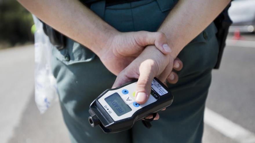 Una conductora choca contra una valla tras consumir alcohol y drogas en La Palma