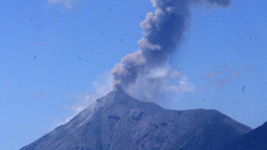 Entra en erupción el volcán de Fuego de Guatemala