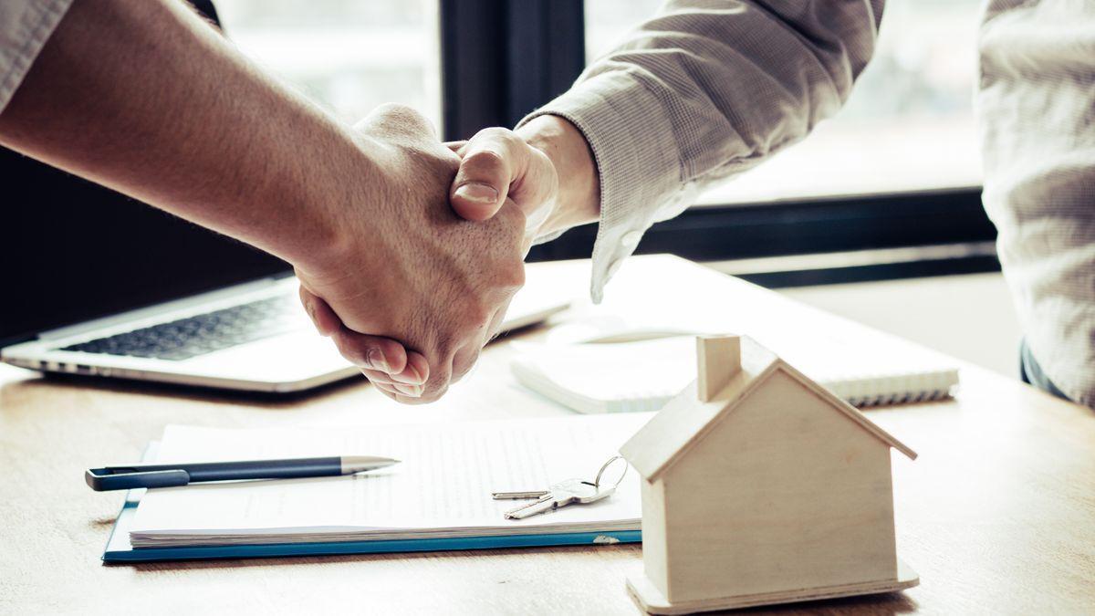 Imagen de archivo en la que se muestra la venta de una vivienda.