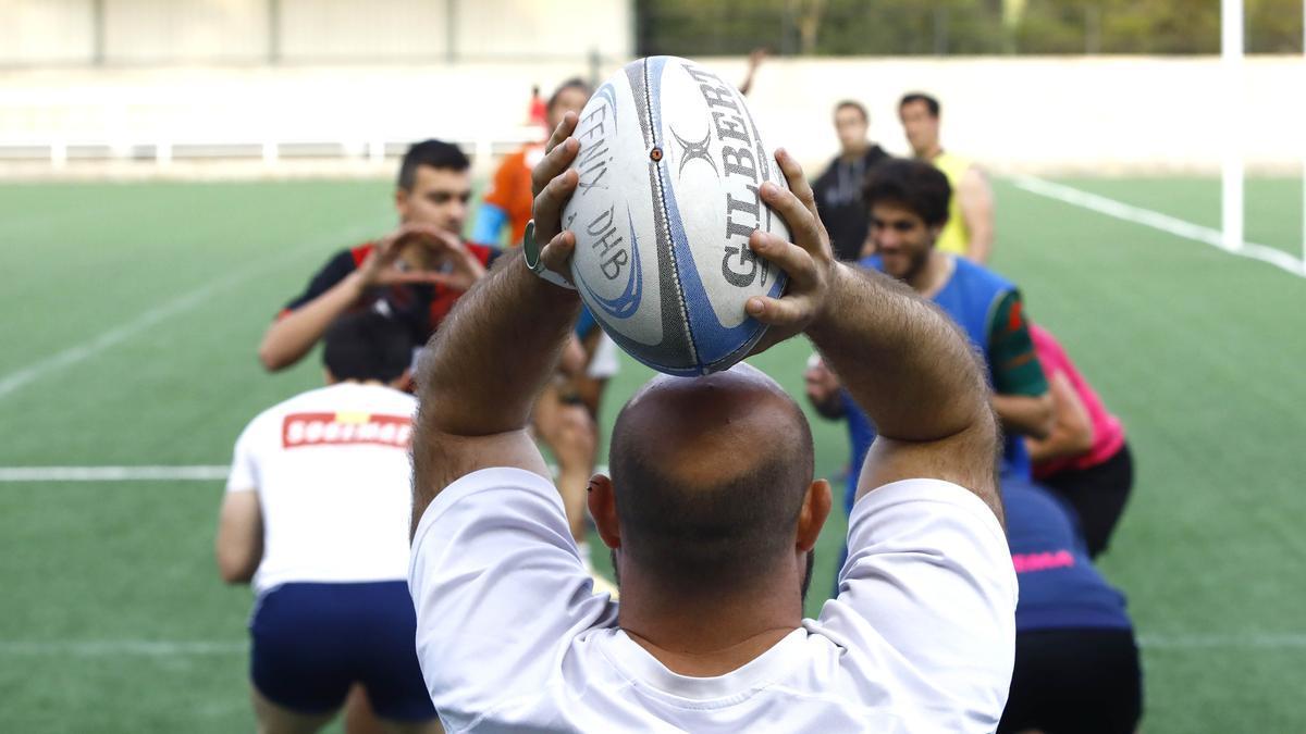 El Fénix ensaya un saque de 'touch' en un entrenamiento.