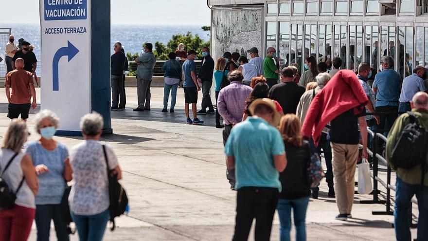 Un bulo de Whatsapp hace un llamamiento a la vacunación de los mayores de 50 en Canarias