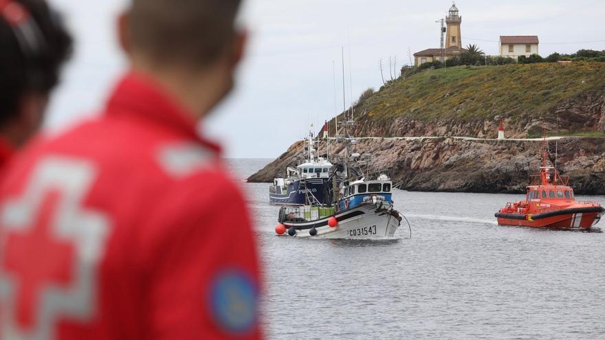 Dos barcos a la xarda colisionan en aguas de Peñas