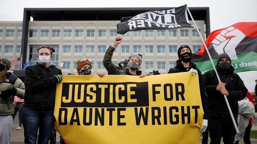 La policía que mató a un joven negro en EEUU, acusada de homicidio involuntario