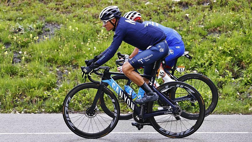 Enric Mas sobrevive a una caída en una jornada del Tour apocalíptica
