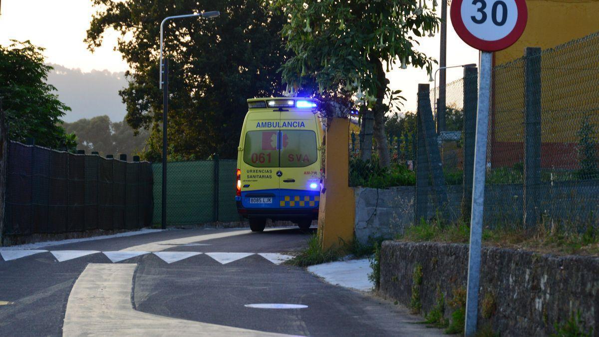 La ambulancia en la zona en donde ocurrió el trágico suceso el pasado miércoles.