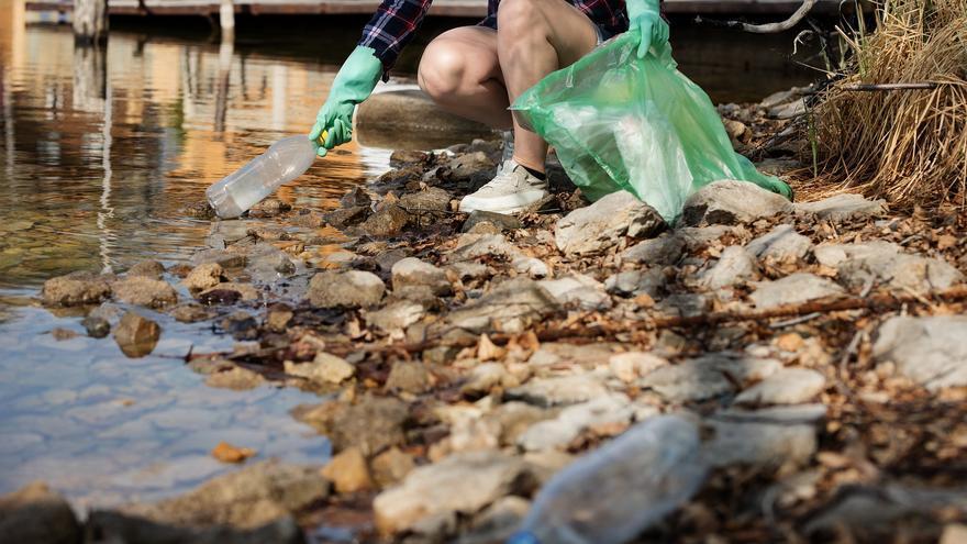 Quin és el preu que paga la natura per  una botella de plàstic?