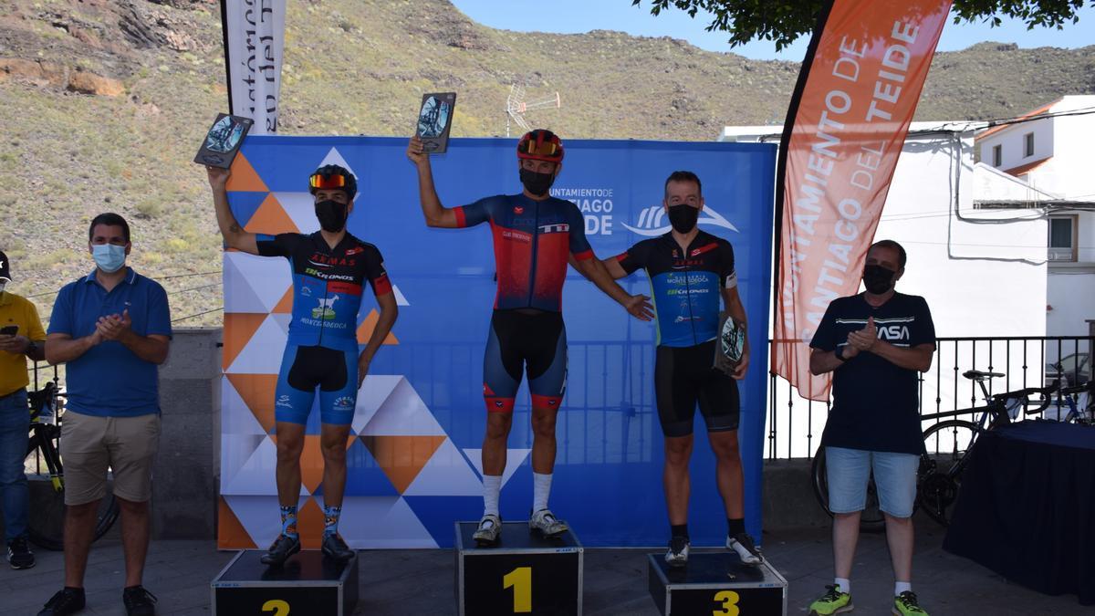 Los ciclistas locales Jairo Pérez y Annick Kerckhove ganadores absolutos de la prueba de 13KM de la I Cronoescalada de Santiago del Teide