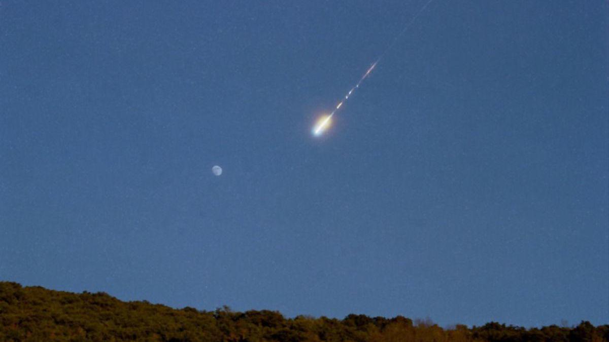 Captura de la bola de foc sobre el sud-oest i centre peninsular aquest dimecres 17 de febrer
