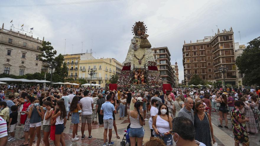 Último día para ver la Virgen de la Ofrenda llena de flores