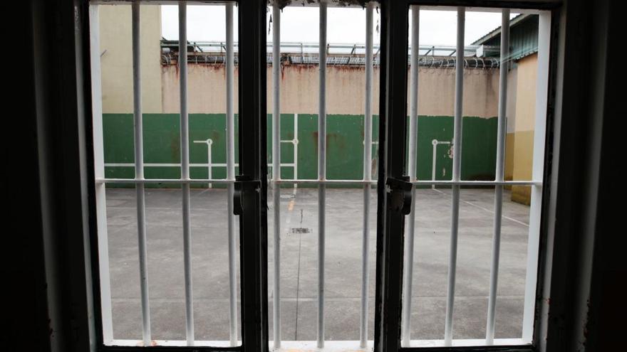 Un preso de Badajoz se come sus orejas tras cortárselas con una cuchilla