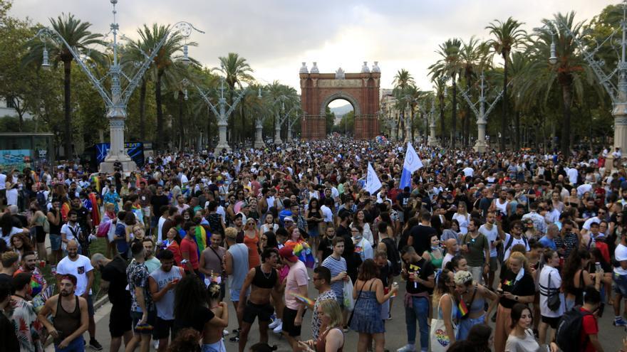 Centenars de persones es congreguen en un Pride! Barcelona contra l'estigma del VIH