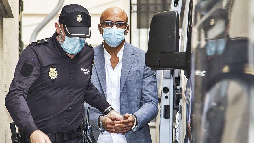 Condenado a 36 años por violar tres veces a la canguro de sus hijos
