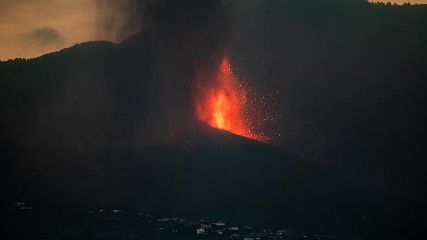 Descartan que la lava llegue al mar en los próximos dos días