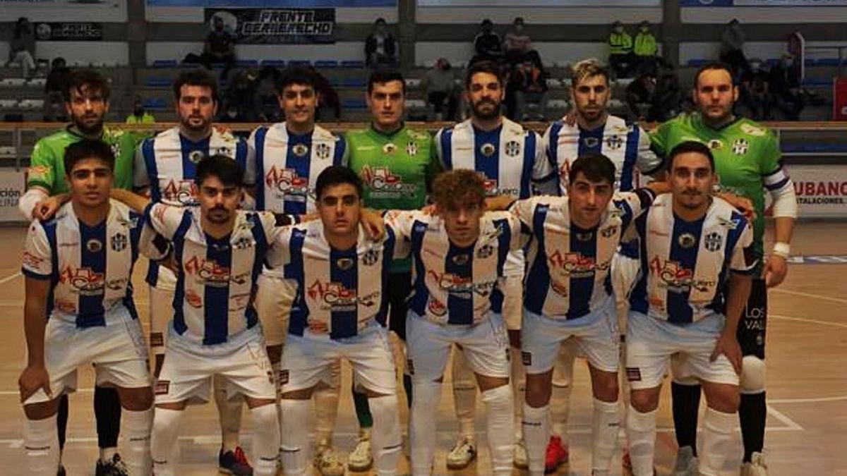 Foto de equipo del Atlético Benavente.   Cedida