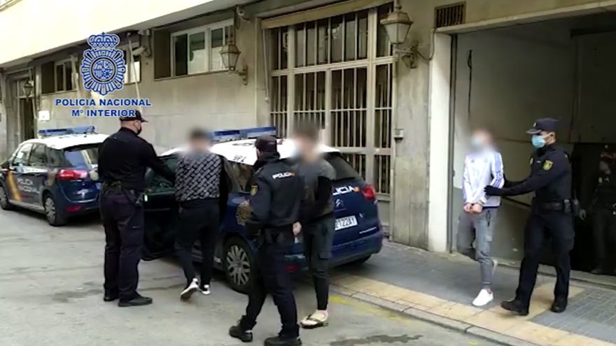 Detenido en Benidorm un grupo desplazado desde Zaragoza para robar en comercios usando tapas de alcantarilla
