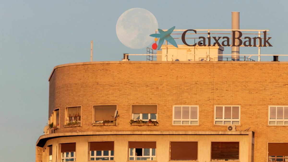 CaixaBank arrancará el 13 abril la negociación del ajuste de la plantilla.