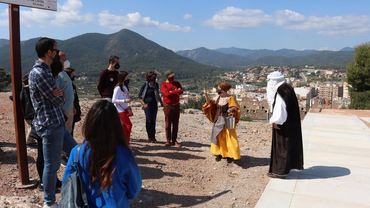Las visitas teatralizadas al castillo de Onda son las más demandadas.