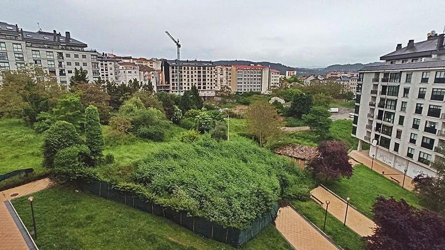 """Jácome ratifica que hará el nuevo parque de A Ponte, """"aunque parte del suelo es privado"""" dice el PSOE"""