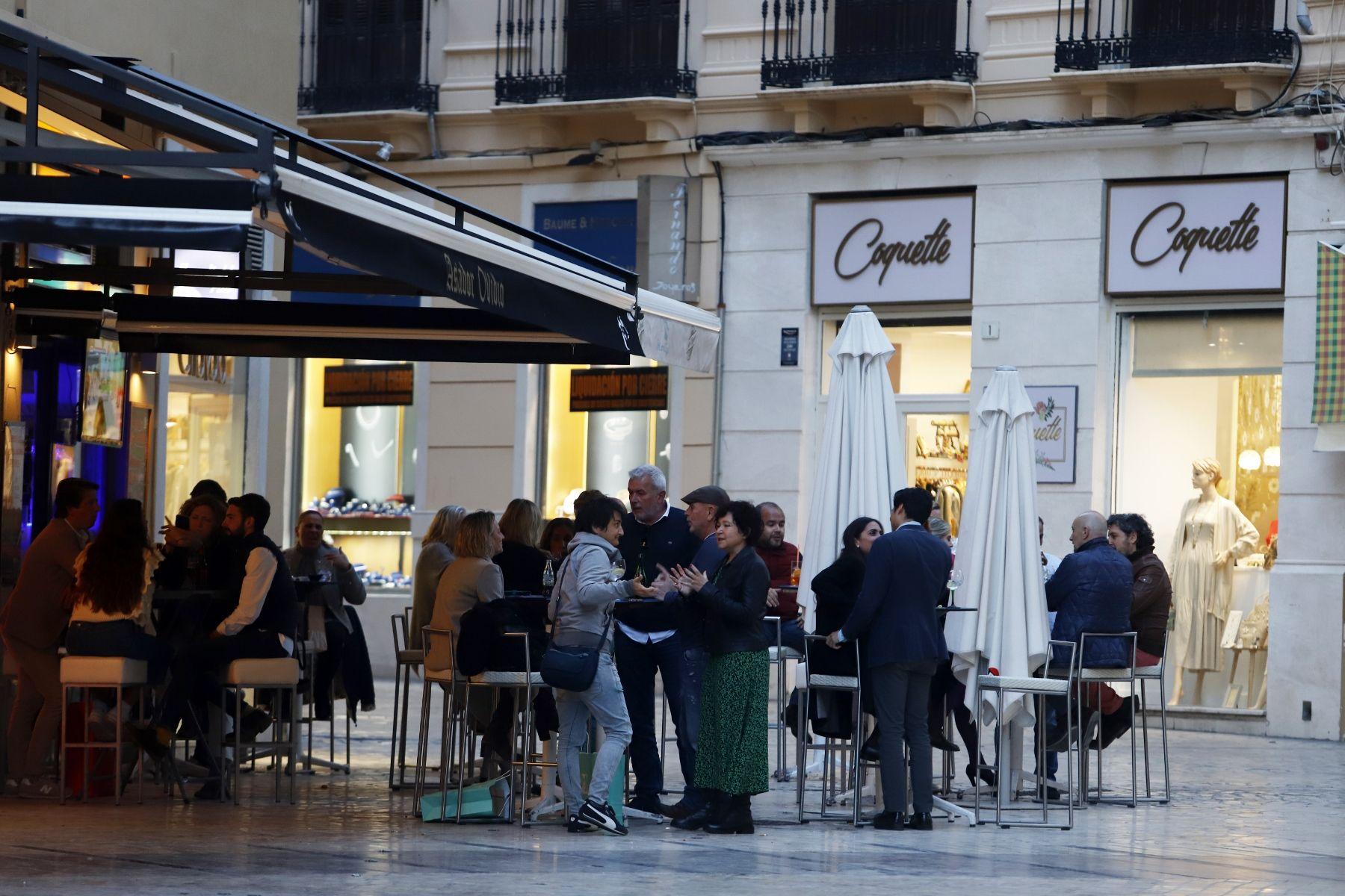 Comienza el horario ampliado en restaurantes y comercios de Málaga