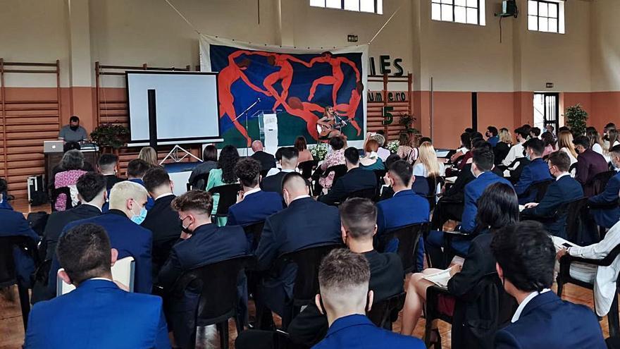 Graduación con música en el Instituto N.º 5
