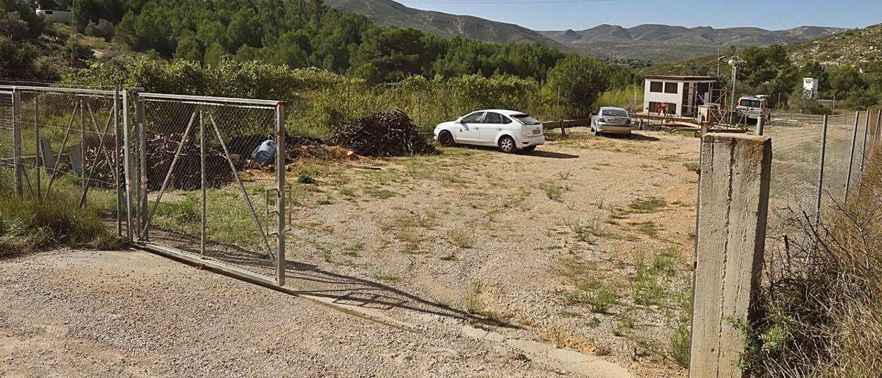 Depósito de acumulación de agua desde el que la comunidad riega por gravedad, que ya ha sido ampliado.