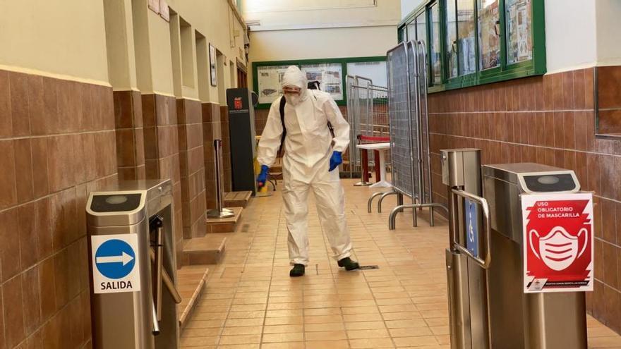 Coronavirus en Canarias | Limpieza de puntos estratégicos de Lanzarote