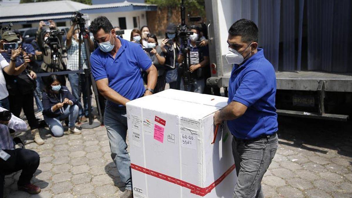 """El """"vacunagate"""" peruano se cobra los puestos de 16 funcionarios"""