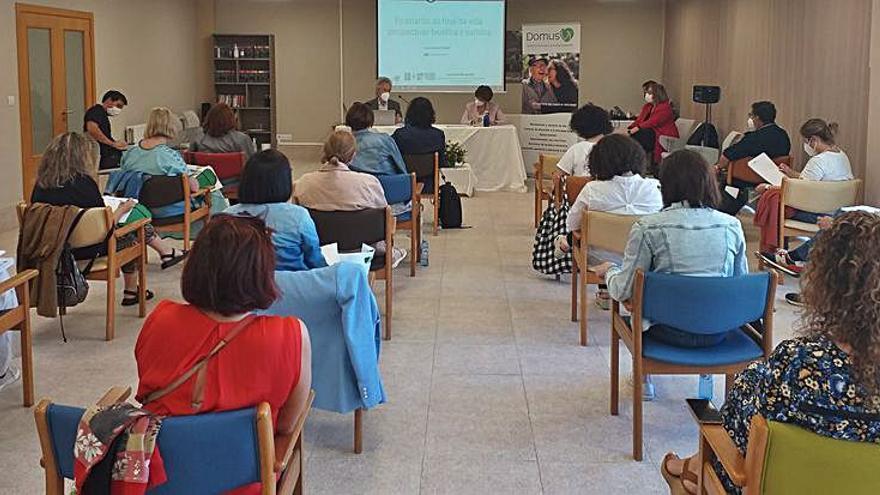 Domusvi debate sobre cuidados o testamento vital