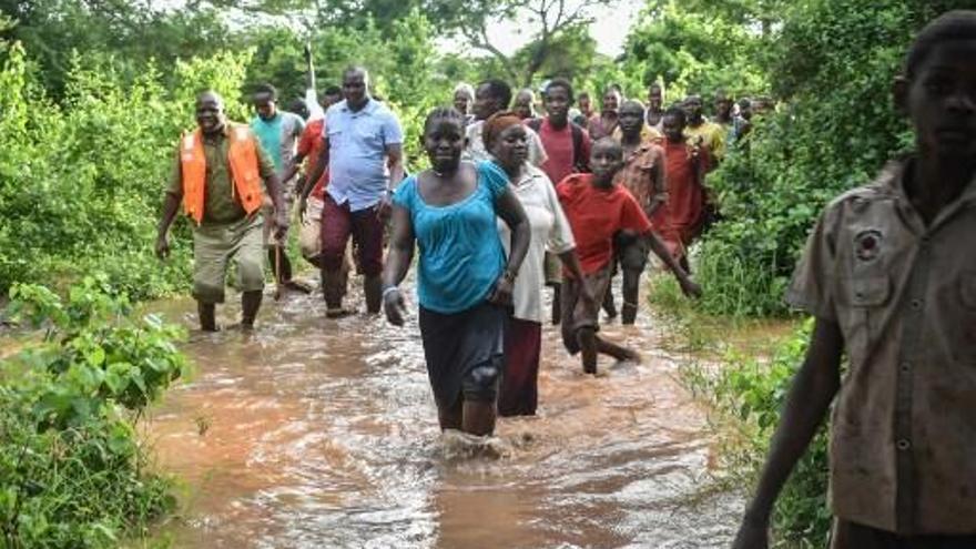 Al menos 20 muertos al reventar una represa en Kenia