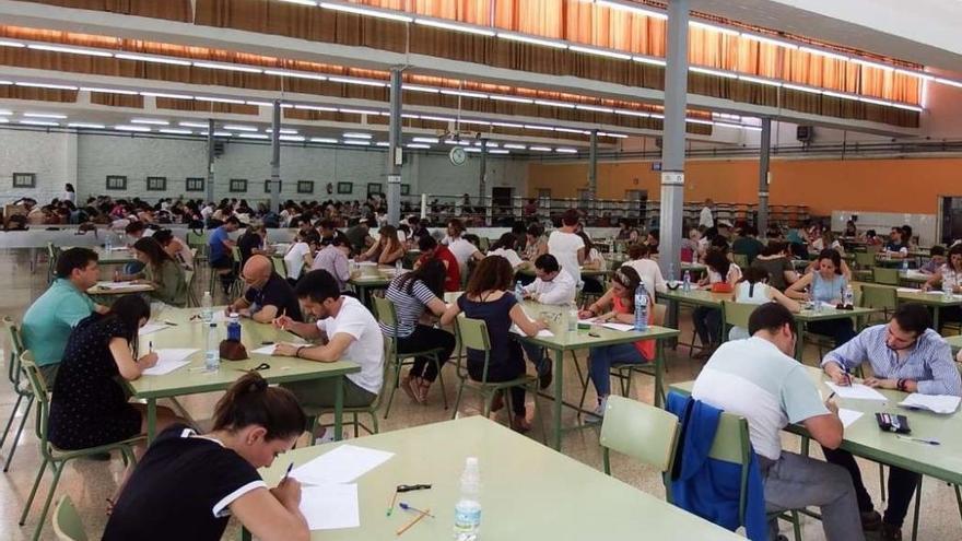 Centenars d'aspirants asseguren que s'han fet avaluacions «injustes» i «irregularitats» en les oposicions a docent