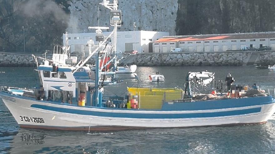 Rescatan a un tripulante de un pesquero, herido en un brazo a 40 millas de Gijón