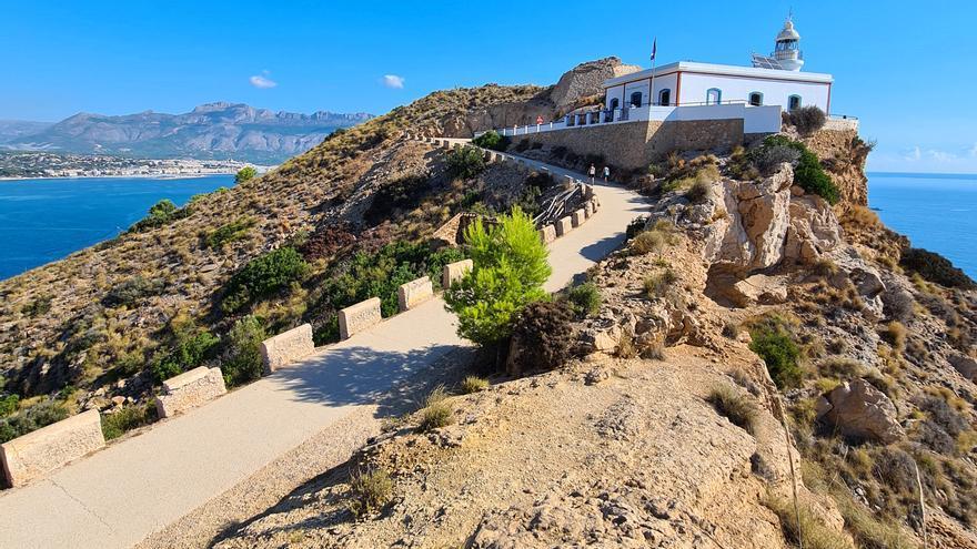 Recorre las mejores calitas y acantilados con estas rutas de senderismo junto al mar